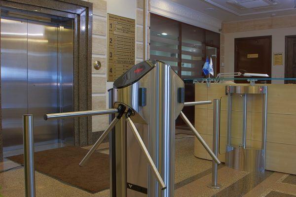 UKT-09 Tripod model twin rota dual pedestal and modern glass infill panel design